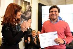 CFK entrega becas del programa BEC.AR