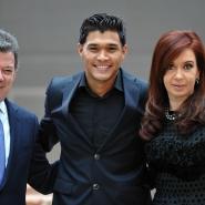 Cristina con Juan Manuel Santos y Teo Gutiérrez