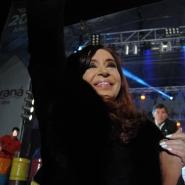 Télam Paraná, Entre Ríos, 25/06/2013La presidenta Crisitna Fernández de Kirchner, saluda a la multitud, en el acto realizado en el puerto de Paraná para festejar el bicentenario de la ciudad.Foto: Luis Cetraro/enviado especial/Télam/cf