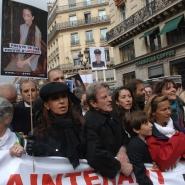 Cristina Fernandez de Kirchner marchando por la liberacion de Ingrid  Betancourt. en París (Francia)urt, Carla Bruni, Primera Dama francesa, y las titulares de Abuelas y de Madres. Foto: Presidencia de la Nación/Télam/cf