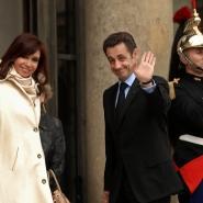 La presidenta Cristina Fernández de Kirchner con el presidente de Francia, Nicolas Sarkozy, en el Palacio del Elíseo