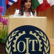 La senadora Cristina Fernández de Kirchner, en la O.I.T.