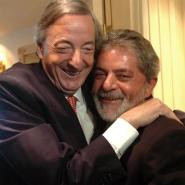 Abrazo entre Néstor y Lula