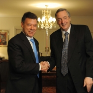 Néstor Kirchner con Juan Manuel Santos, presidente electo de Colombia