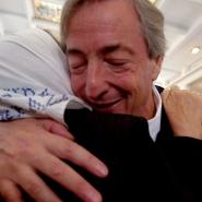 Néstor se abraza con Hebe