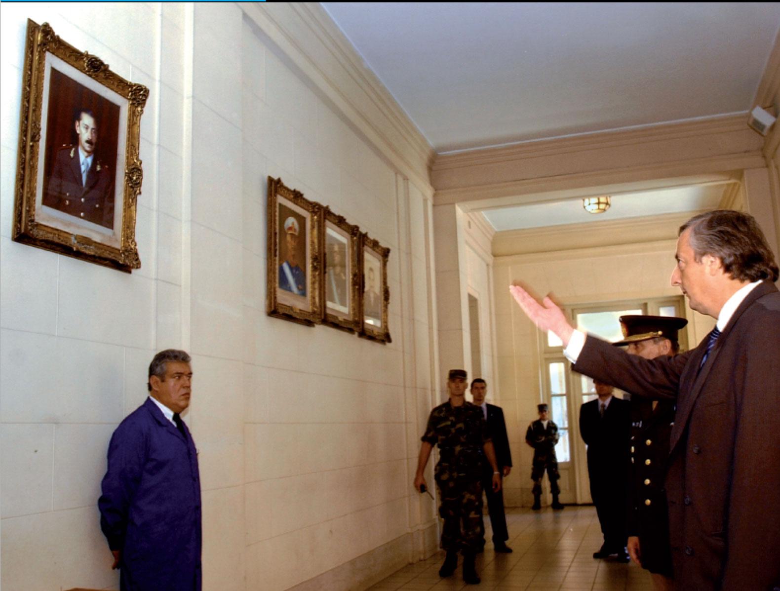 Nestor Kirchner Ordena Bajar El Cuadro Del Dictador Videla