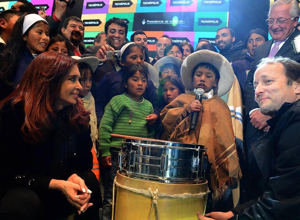 Iván Matías Martínez de Loma Blanca Jujuy, canta en la inauguración de Tecnópolis