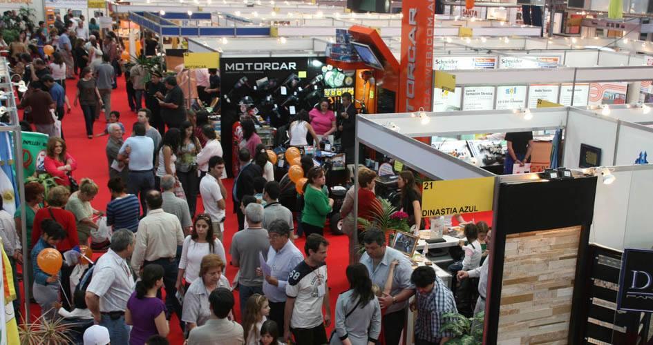 inauguración de la Cuarta Exposición Industrial de Berazategui en el Centro de Actividades Deportivas Roberto De Vicenzo