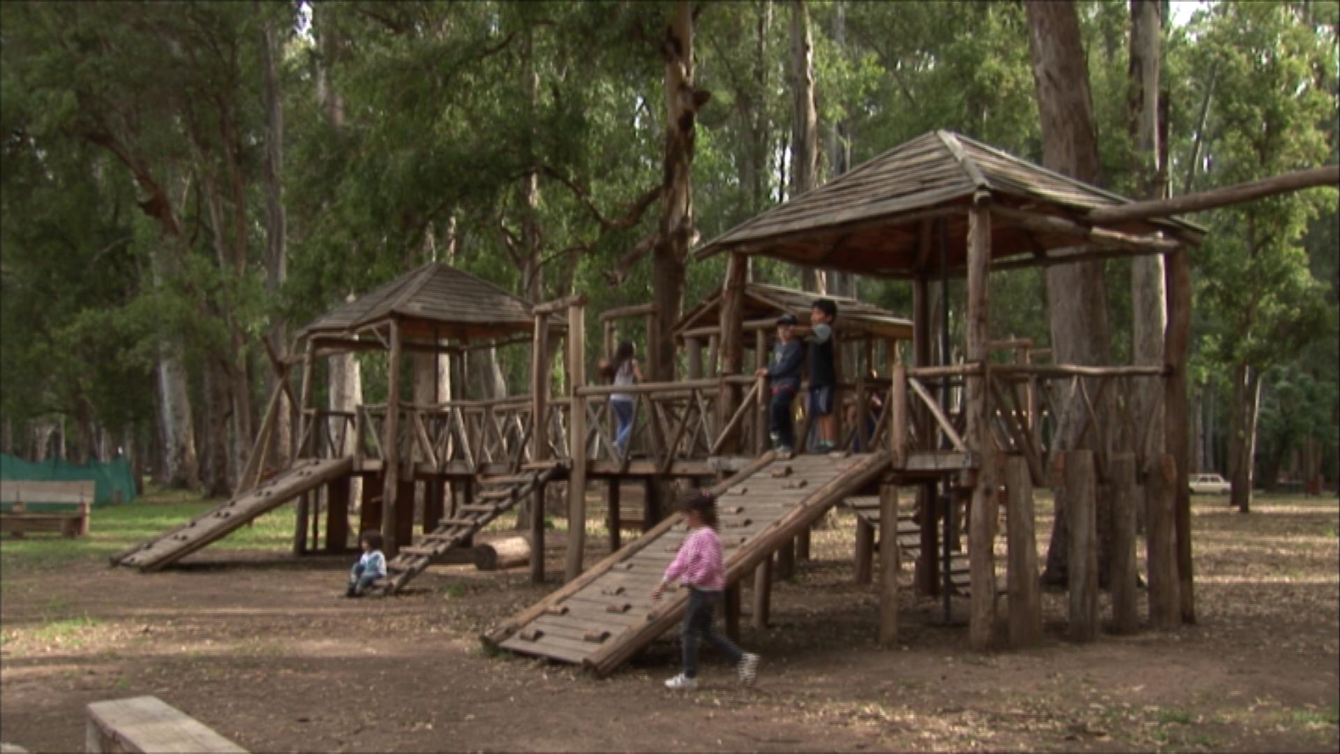 Desde la presidencia de Néstor se recuperaron 450 hectáreas de los albergues y bosques con juegos para niños.