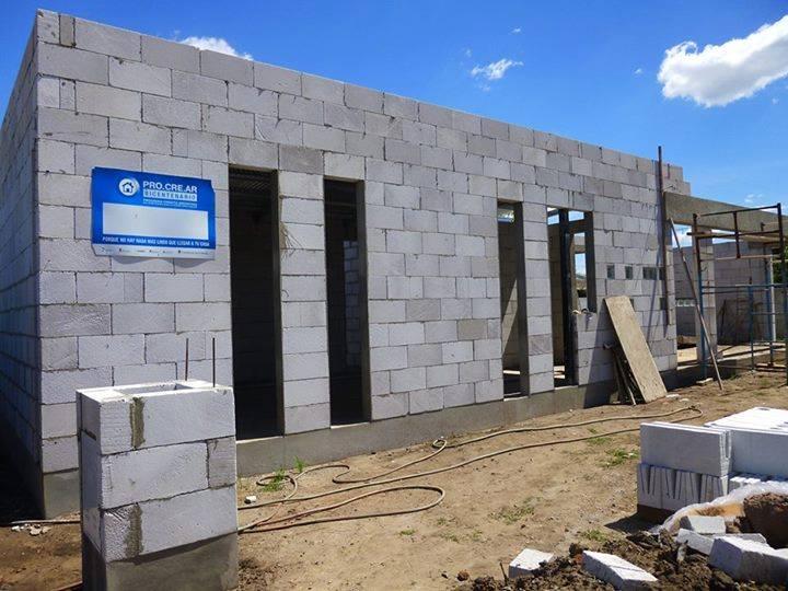 La construcion de Florencia en Los Toldos, Buenos Aires