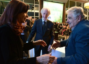 Cristina en Buquebus con Mujica