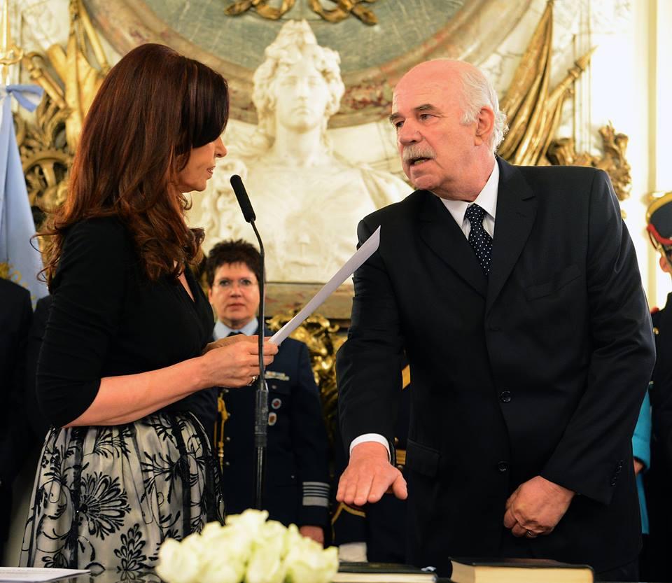 Carlos Casamiquela jura como Ministro de Agricultura.