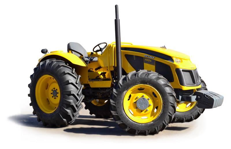 """Nuevo tractor de PAUNY S.A. Es una empresa recuperada que en diciembre de 2003 compró la planta y todos los bienes de producción, que pudo pagarlos gracias a la ayuda de Néstor Kirchner, quien les facilitó un crédito. Pauny, sin garantías, no era sujeto de crédito, y se hizo un """"Sale and Lease"""". A partir de entonces inició un crecimiento sostenido y puesta firme en defensa de la Industria Nacional. Con inversiones de más de $ 48.000.000 en los dos últimos años se logró aumentar la capacidad de producción y terminar el 2013 con casi 2.000 tractores producidos, lo que implica un crecimiento del 30% con respecto al año anterior y 700% respecto a 2003."""