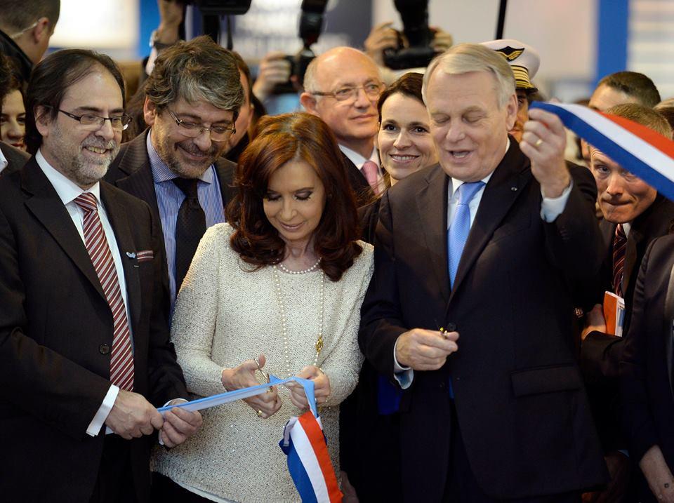 Inauguración del Salón del Libro de París con Argentina como invitada de honor.