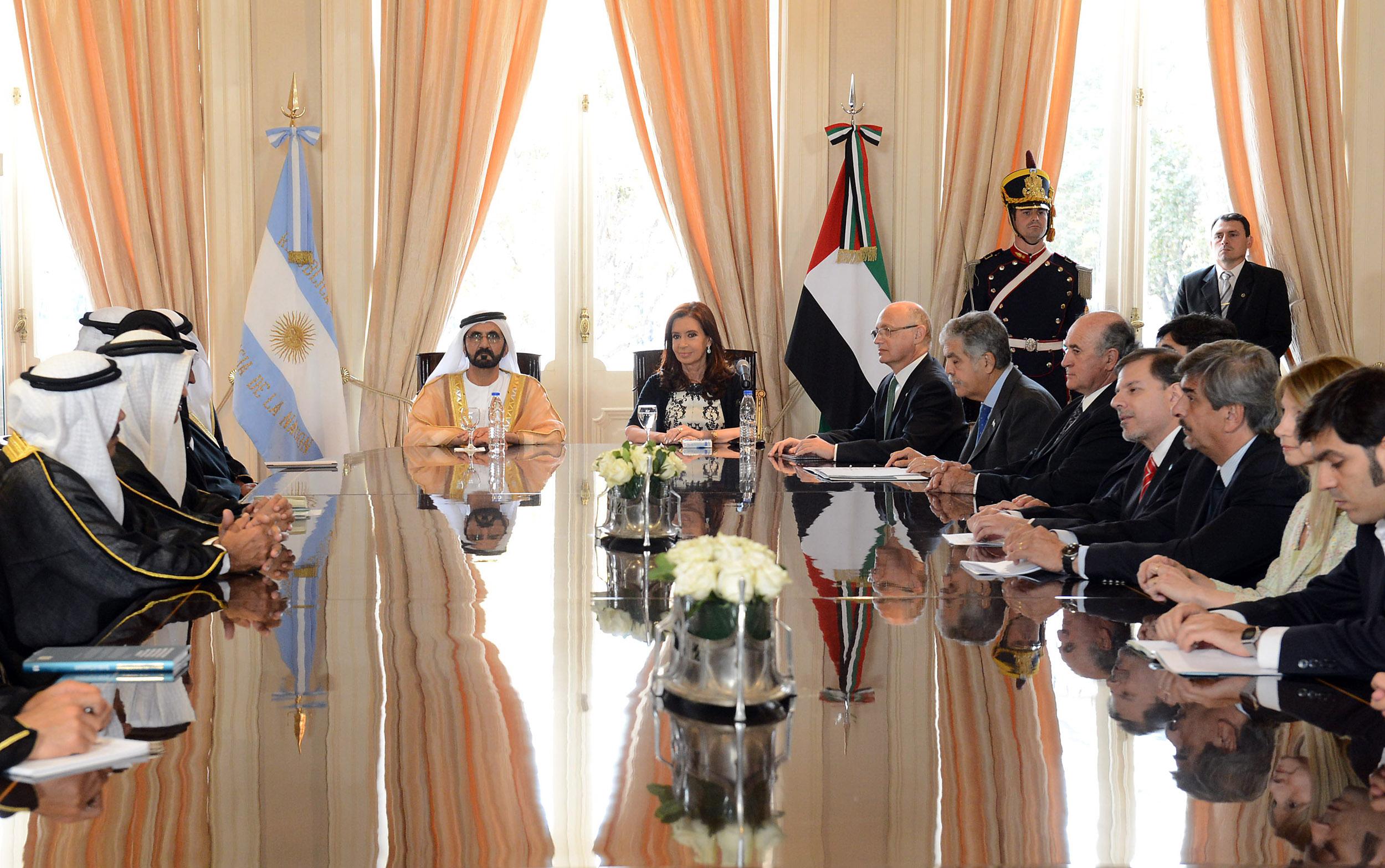 Crisina con Emiratos Arabes