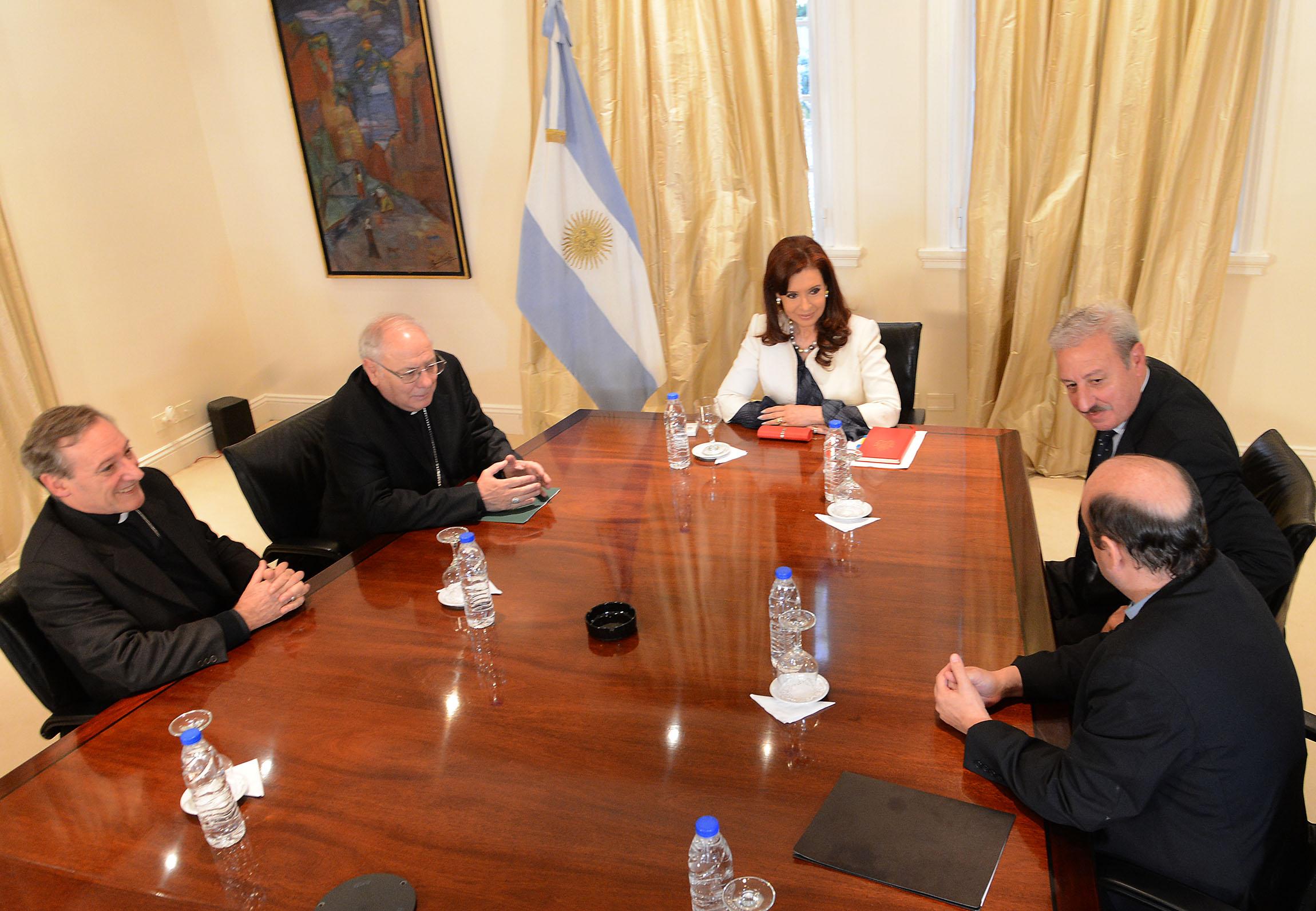 Cristina Kircner con el Episcopado
