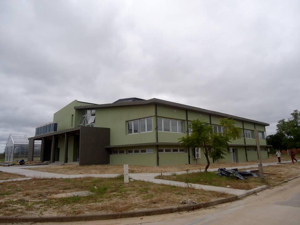 Nuevo edificio del Instituto de Agrobiotecnología del Litoral.
