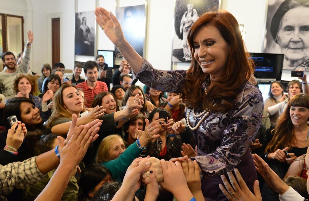 Con docentes y alumnos en @casarosadaargentina. Anunciamos proyecto de ley para que la escolaridad sea obligatoria desde los 4 años.