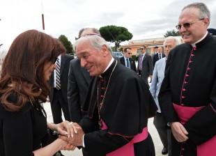 Y estamos en Roma. Mañana, almuerzo con el Papa Francisco.