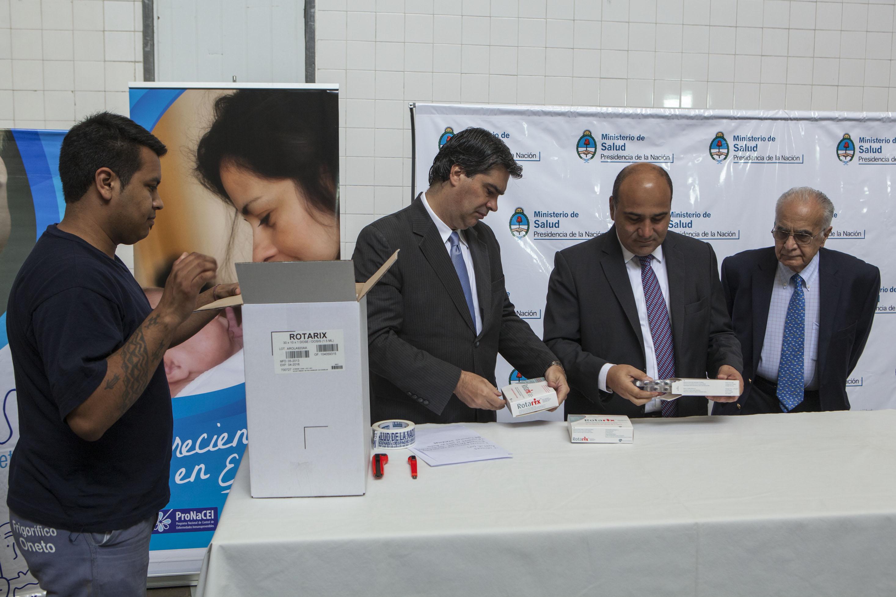 Hoy el JGM Capitanich y el Ministro Manzur supervisaron el envío a cada una de las provincias argentinas la vacuna del rotavirus.