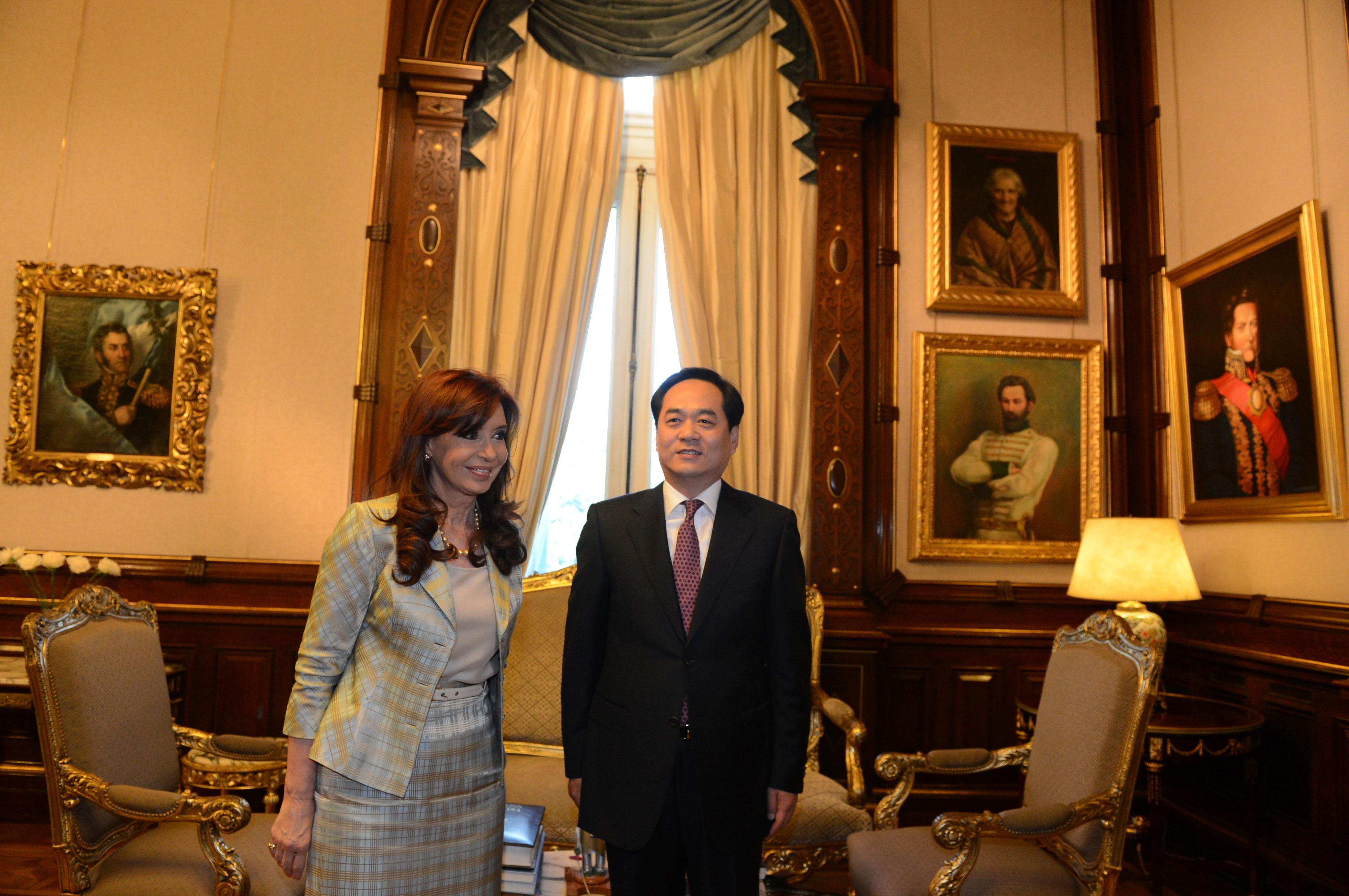Cristina recibió las cartas credenciales del embajador de China.