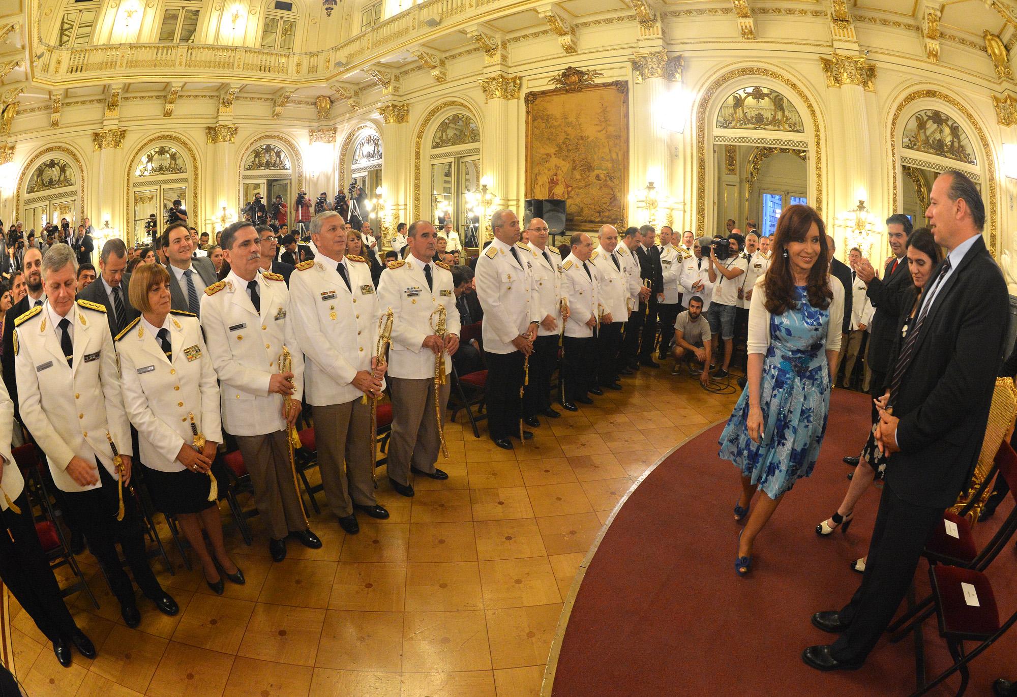 Cristina presidió la ceremonia de ascensos de oficiales de las Fuerzas de Seguridad