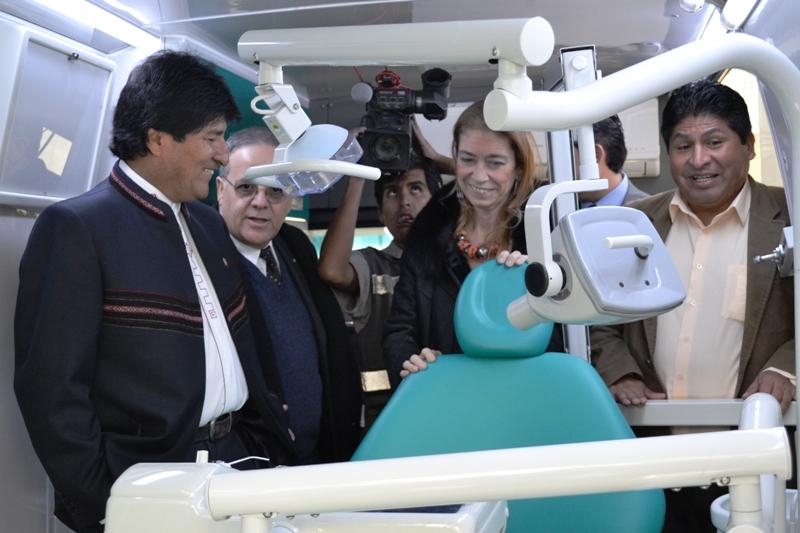 Cristina firmó un convenio con Evo Morales que oficializa contratos de venta de 702 ambulancias, por u$s 64,6 millones.
