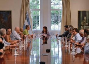 Cristina recibió a sobrevivientes y familiares de víctimas del atentado contra la AMIA.