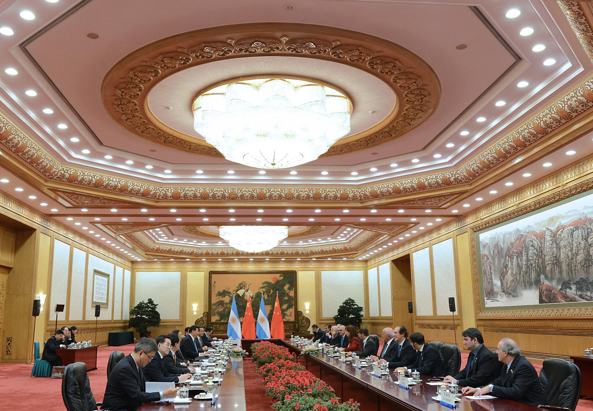 Tercer día en China. Comienzo la agenda clausurando apertura del Foro de negocios entre Argentina y China.
