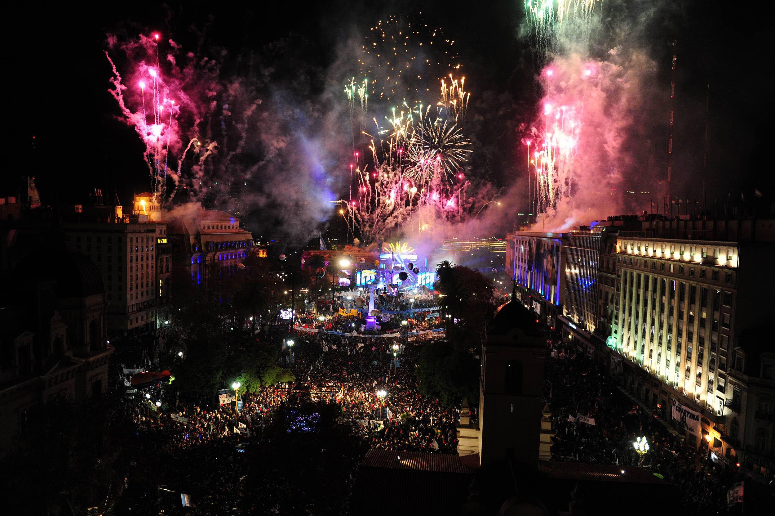 26-05-2015_buenos_aires_fuegos_artificiales_sobre2