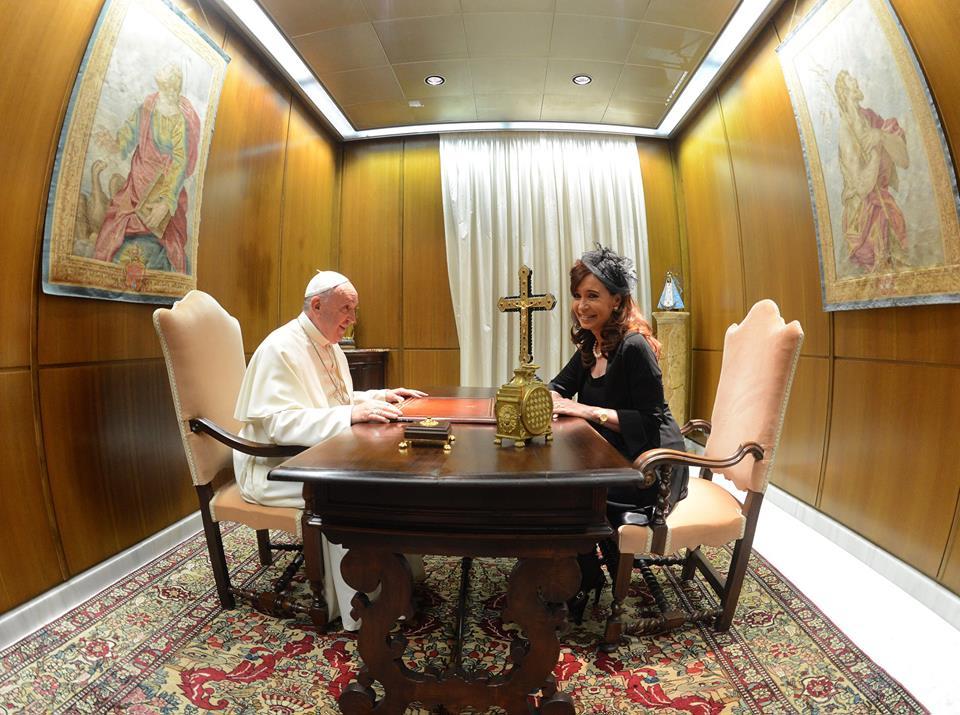 Cristina en el Vaticano con el Papa Francisco.