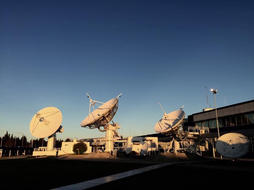 La Estación Terrena Benavídez recibió telemetría y ya tomó el control del satélite #ARSAT2. #SoberaníaSatelital