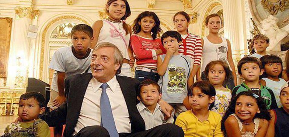 Nestor-Kirchner-y-los-chicos