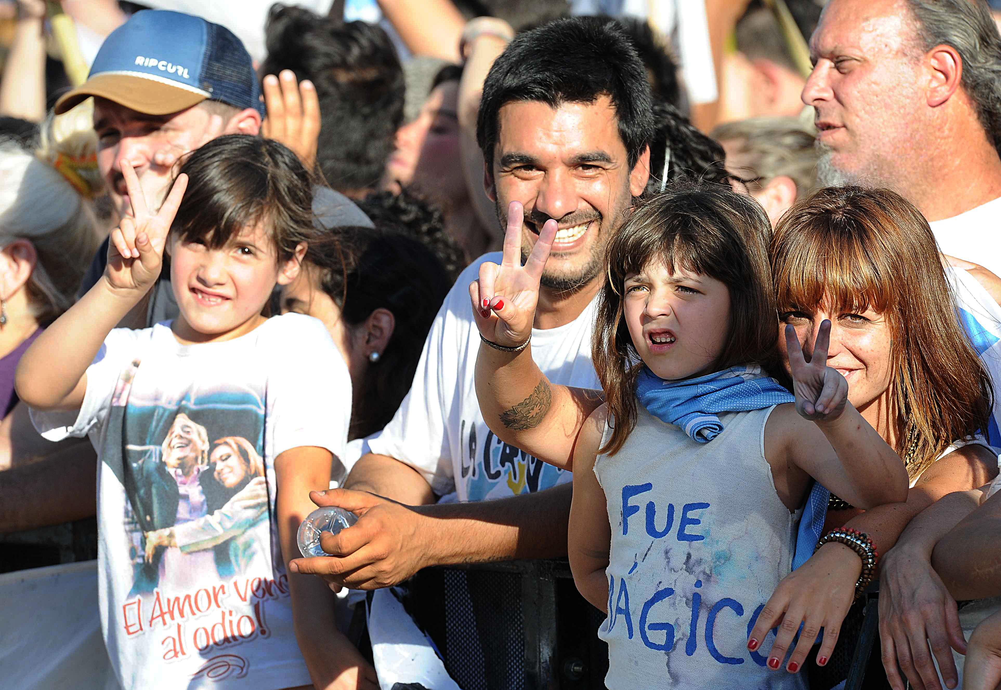 02-12-2015_buenos_aires_militantes_con_banderas