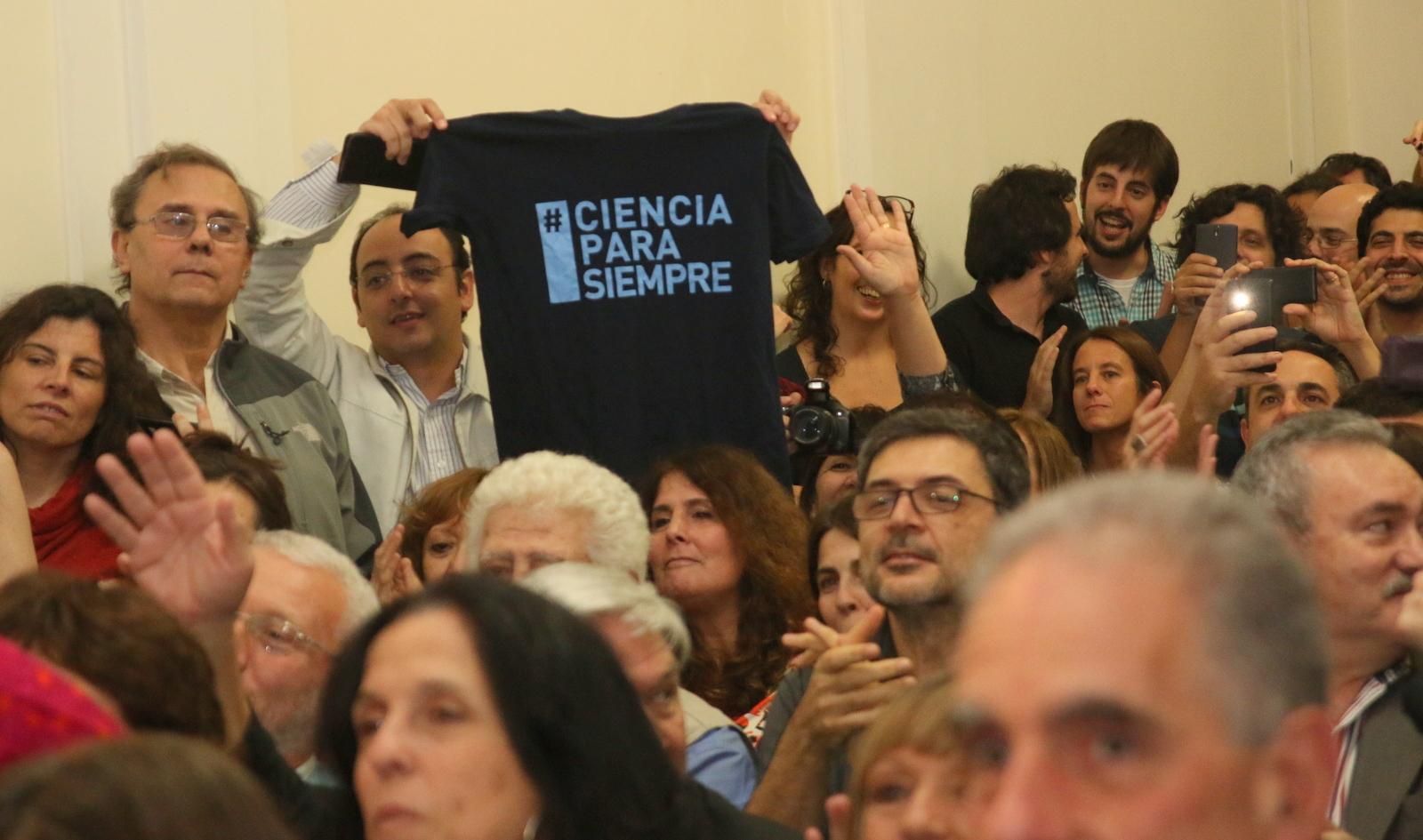 cfk_cientificos_210416_26356154510_
