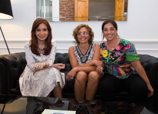 Cristina Kirchner con directoras de la Maternidad Carlotto